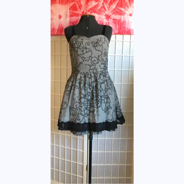 vestido estampa bordada